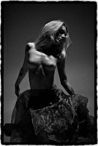 Miss Pixie model, pose lovely upper smashing shape Simon Q. Walden, FilmPhotoAcademy.com, sqw, FilmPhoto, photography