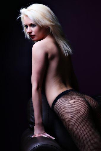 Simon Q. Walden, FilmPhotoAcademy.com, sqw, FilmPhoto, photography Dani T model, , nudephotography, locationshoot, modelling, fashion poses, fashiondaily, poses, art nude, pose, sensual_art, nudephotography, redhead, hot, shoelove, posing, form, urbex
